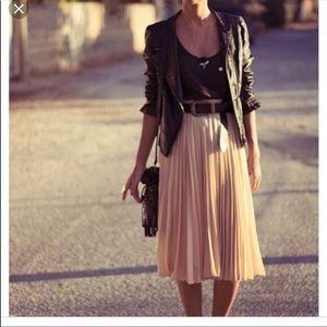 Blush pleated skirt